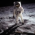 The astronaut on the moon's surface smartphone wallpaper