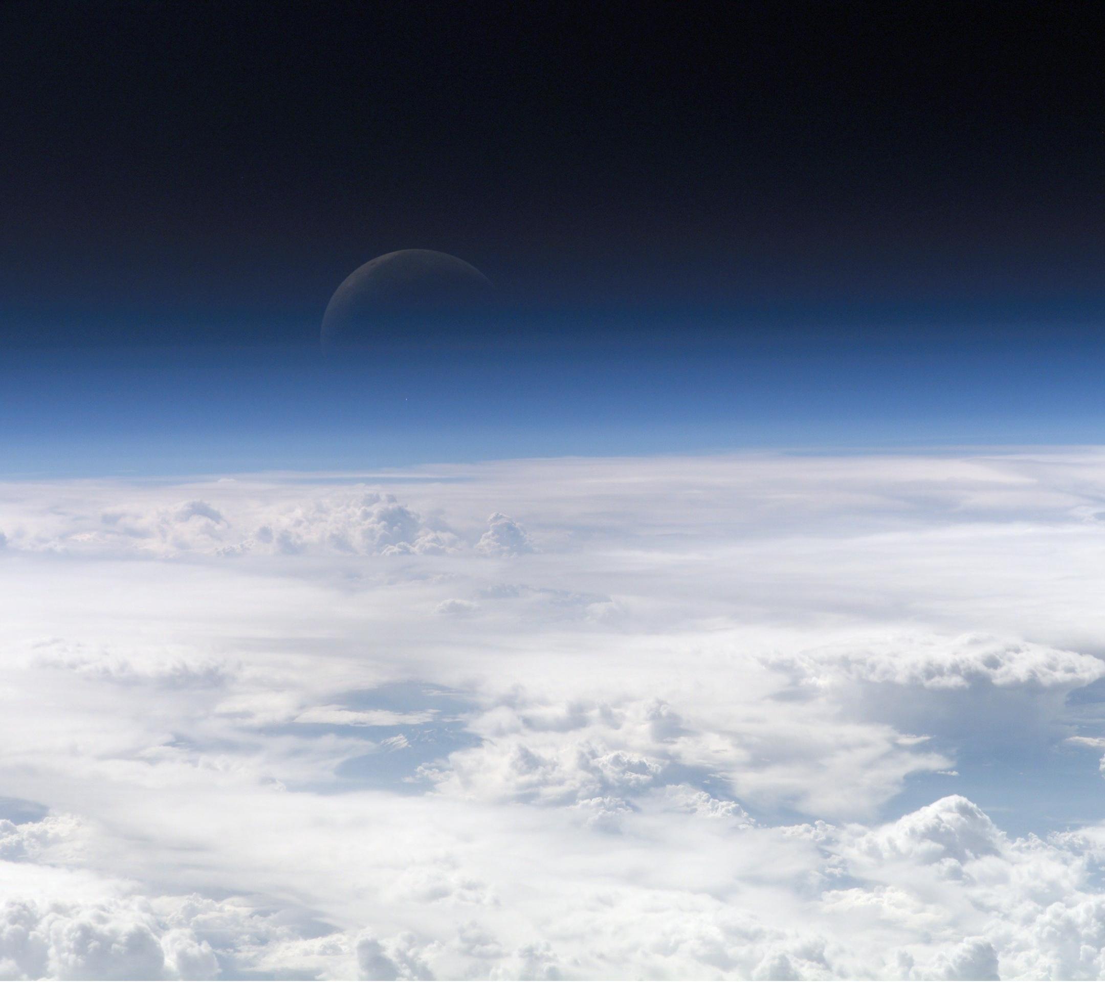 壁紙 雲の上の三日月のスマホ壁紙2160x1920 Crescent Moon 001 Jpg 壁紙box