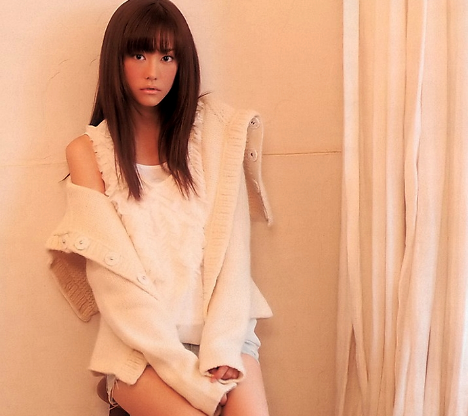 ショートパンツの桐谷美玲の高画質な画像の壁紙