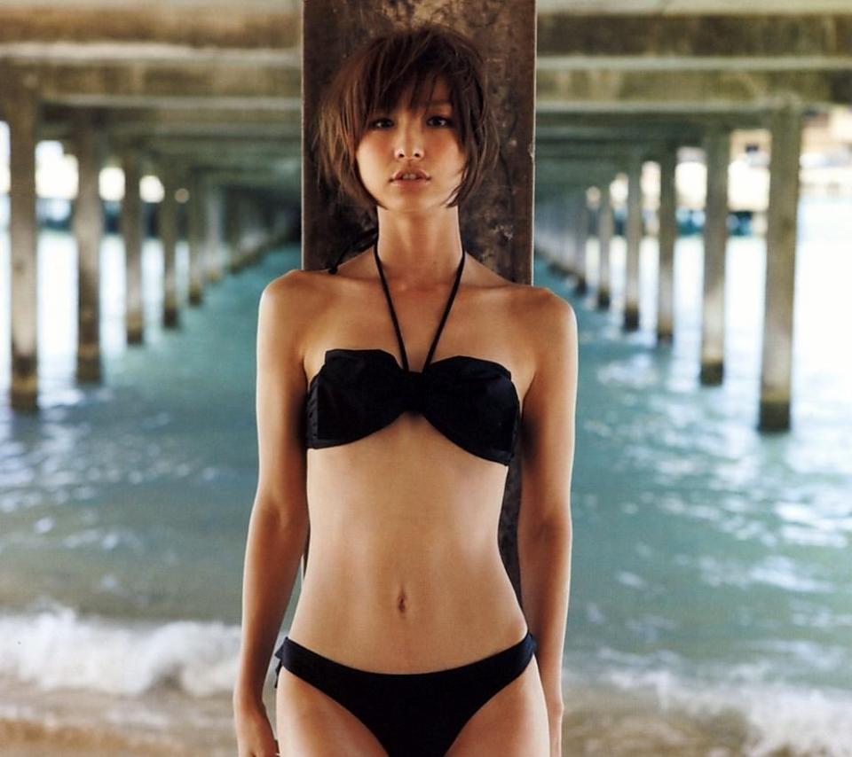 篠田麻里子水着